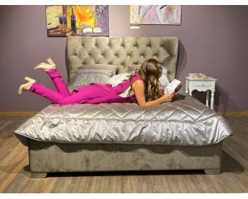 Мягкая двуспальная кровать Laura